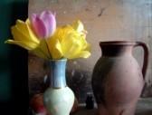 16929570-tulipes-dans-un-vase-et-le-pot.jpg